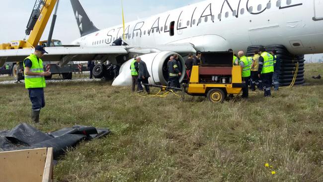 www crash aerien aero panne moteur et sortie de piste d 39 un avion de turkish. Black Bedroom Furniture Sets. Home Design Ideas